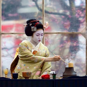 geisha serving tea