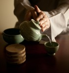 pouring korean tea